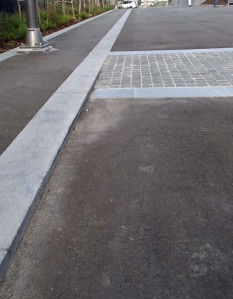 Low kerb in Memorial Park - note that in the distance, the kerb disappears