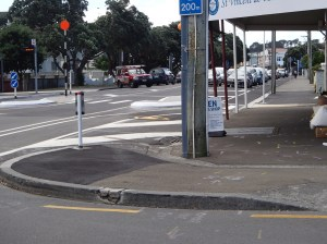 Mersey St - a clear view of both the vehicle lane and the cycleway (despite the sandwich board and the oversize post!)
