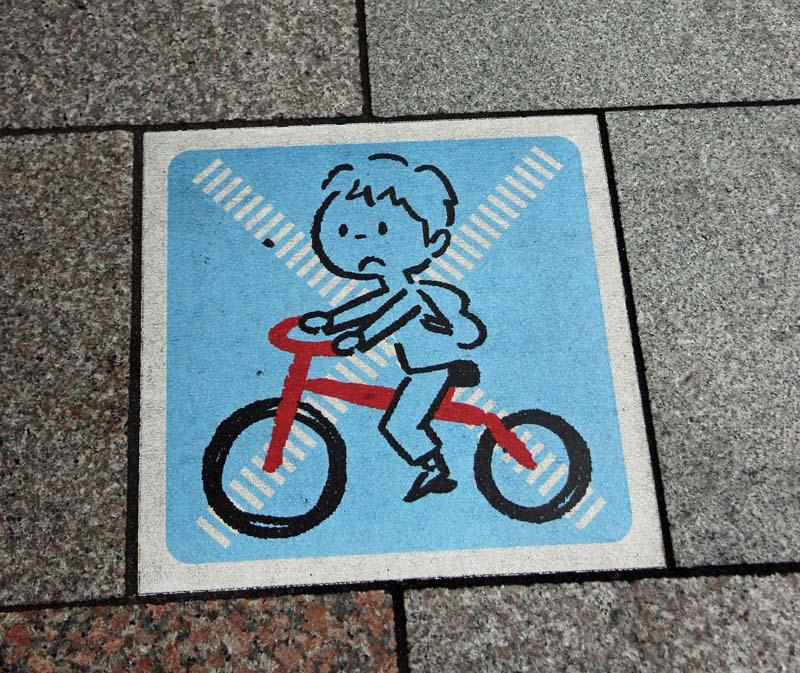 No footpath cycling sign